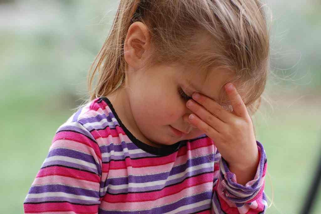 little-girl-grieving