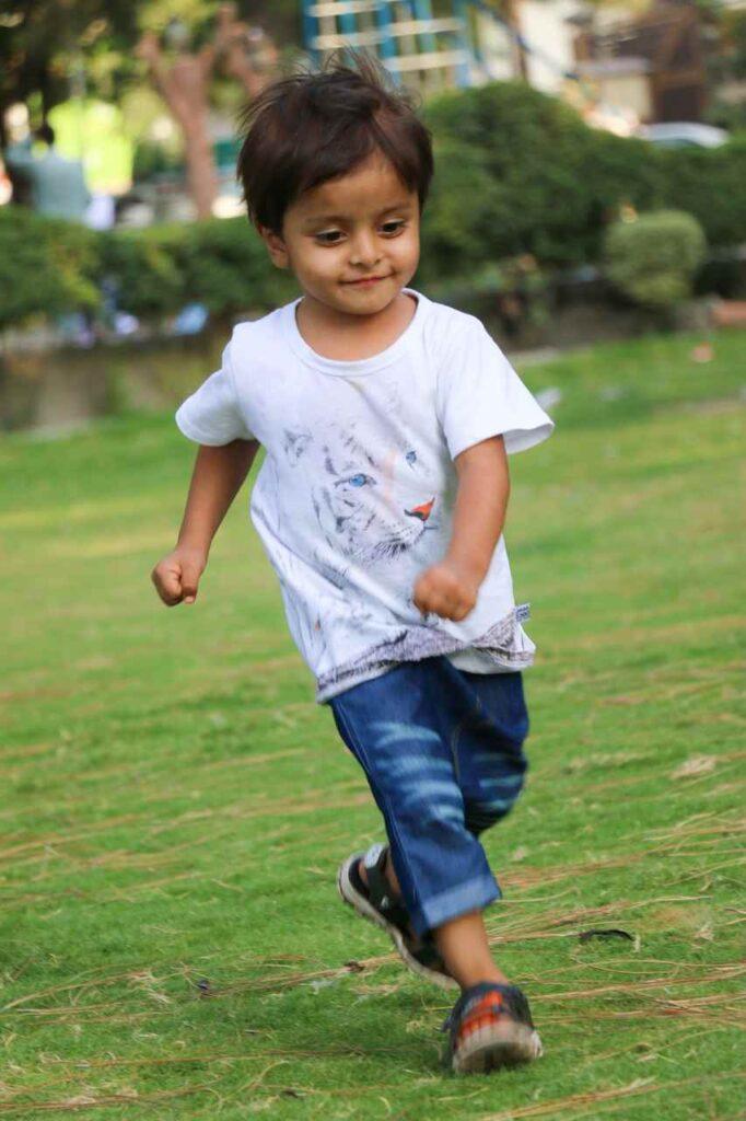 happy-boy-running