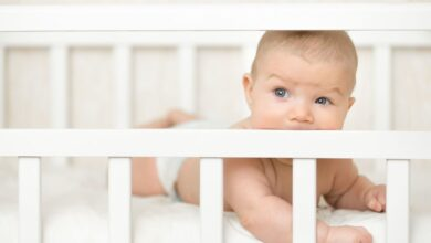 Photo of How to Keep Baby's Legs from Getting Stuck in Crib – 3 Easy Ways to Get It Done